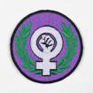 Parche bordado puño feminista laurel
